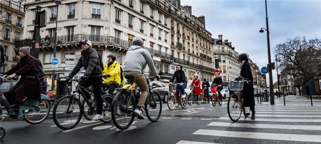 Capital da França terá mais 50 km de ciclovias