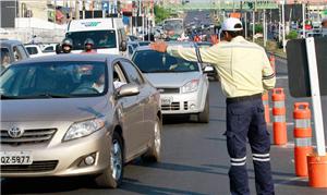 Capital sofre com interrupções no trânsito e alto
