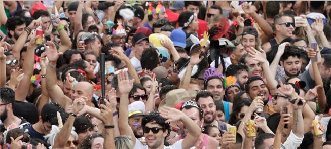 Carnaval ocupa a av. 23 de Maio em São Paulo