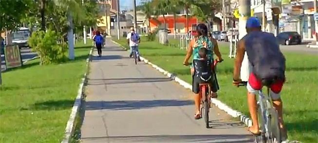 Centro de Cabo Frio:ciclistas compartilham espaço