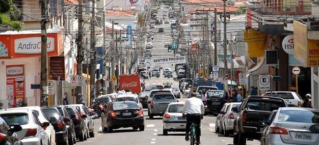 Ciclista no centro da Andradina (SP)