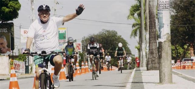 Ciclistas aproveitam ciclofaixa na capital João Pe