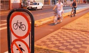 Ciclistas e pedestres não vêm sendo respeitados no