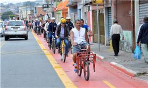 Ciclistas na zona leste