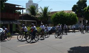 Ciclistas se despedem de empresário morto em acide