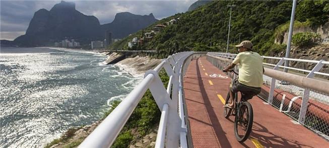 Ciclistas têm usado a ciclovia, mesmo antes da rea