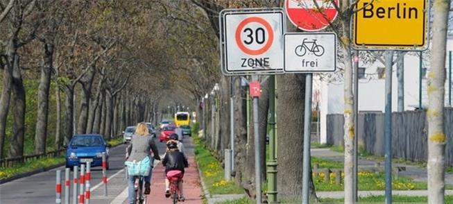 Ciclofaixa em Berlim: nem sempre há respeito