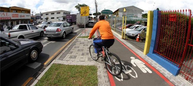 Ciclofaixa em calçada compartilhada