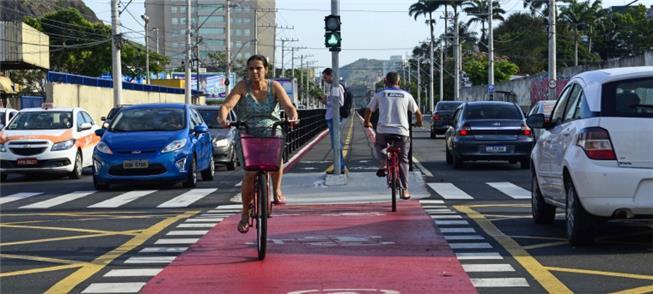 Ciclovia da avenida Leitão da Silva, em Vitória