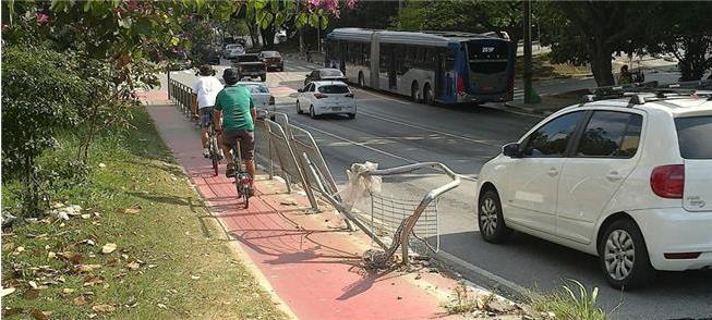 Ciclovias estão sem manutenção e põem ciclista em
