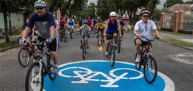 Cilcistas aproveitam primeira ciclorota da cidade