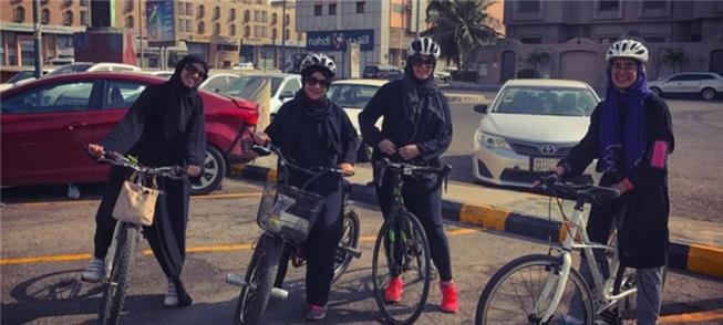Clube de ciclistas só para mulheres, na Arábia Sau