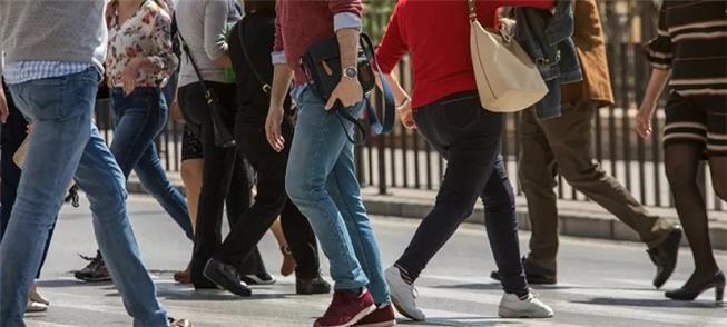 Com ou sem celular, pedestre não é tão distraído c