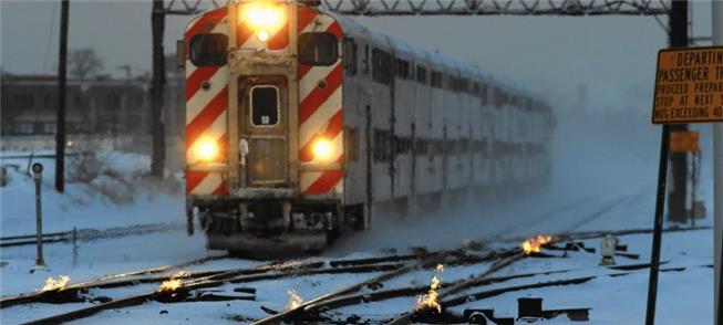 Companhia de trens Metra usa fogo para aquecer os