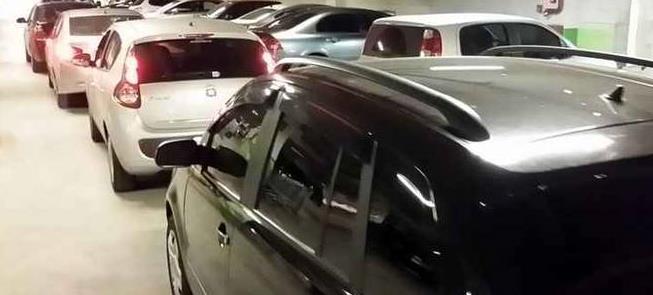 Congestionamento em saída de shopping center de BH