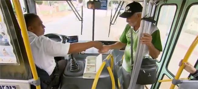 Contra a lei, ônibus em BH estão circulando sem co