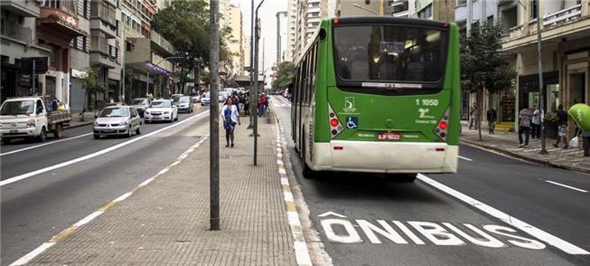 Corredor de ônibus na av. São João, em São Paulo