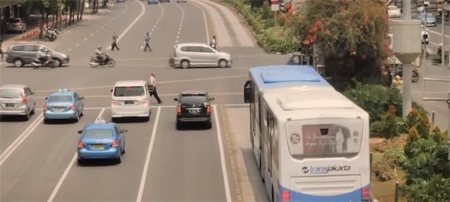Corredores de BRT em Jacarta atendem a 350 mil pes