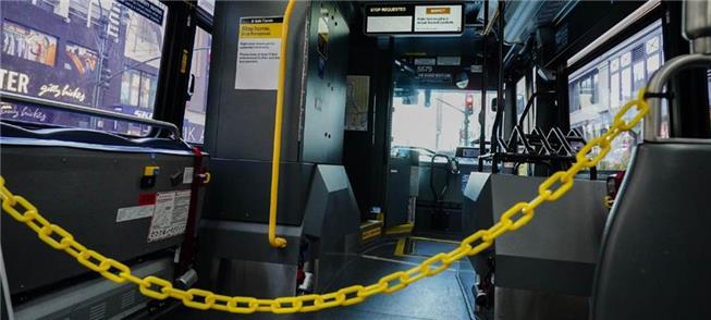 Corrente isola área do motorista em ônibus de Nova