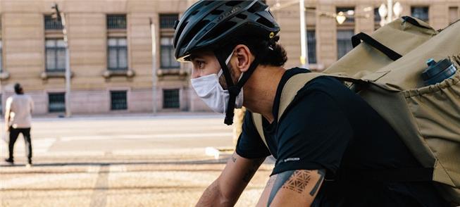 Diego pedala por toda São Paulo para fazer entrega