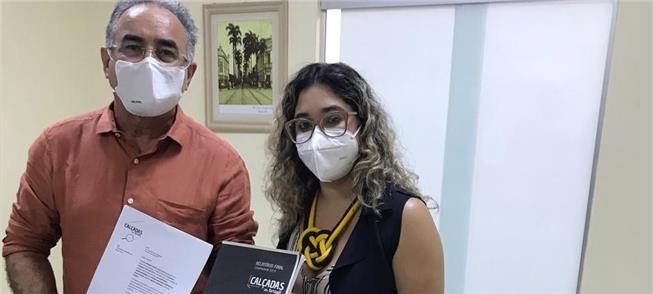 Edmilson Rodrigues recebe o relatório de Melissa N