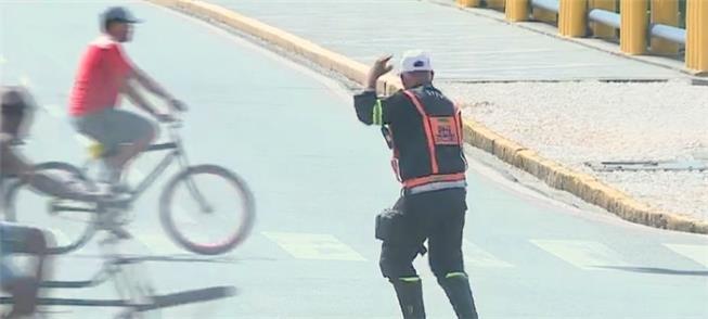 Edvan Gomes em ação no trânsito do Recife