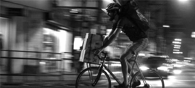Em Porto Alegre entregadores pedalam de 60 a 100km