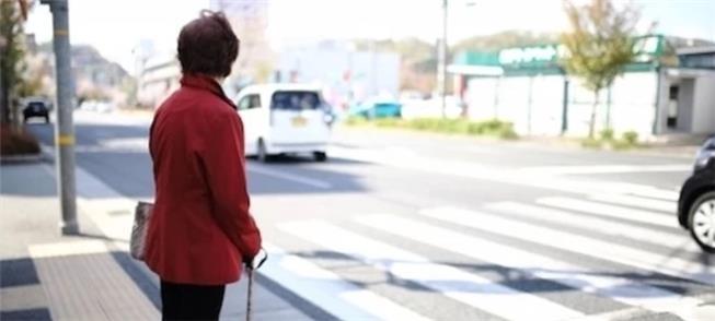 Em vias sem semáforo, o japonês sofre para atraves