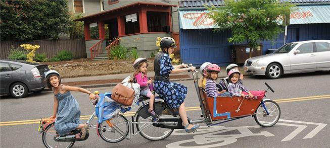 Emily Finch, de Portland, camino a la escuela en u
