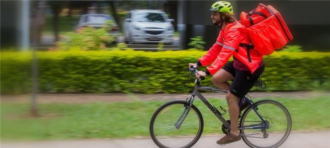 Entregador com bicicleta em São Paulo