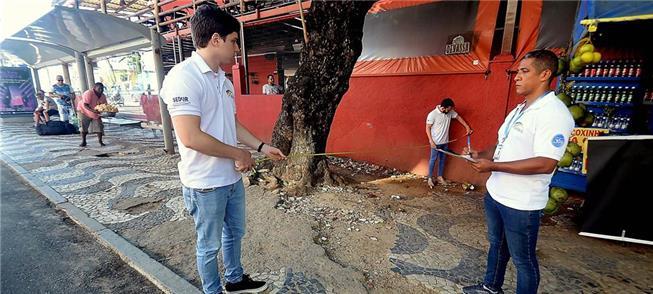 Equipe da Sedur inspeciona calçada em Salvador