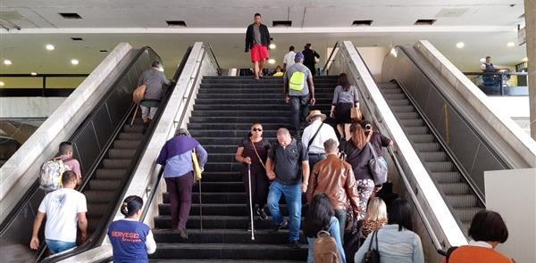 Escadas rolantes e elevadores desativados