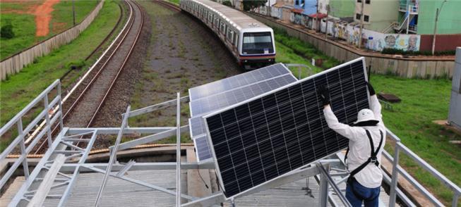 Estação de metrô no DF, abastecida com painéis sol