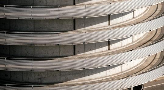Estacionamentos gigantes, projetados só para os ca