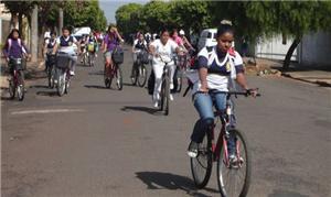 Estudantes chegam em escola de Guararapes