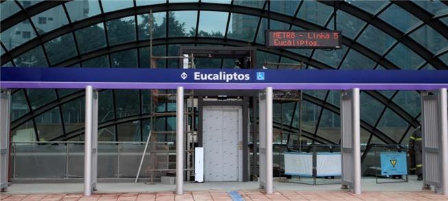 Fachada da nova estação Eucaliptos, da linha 5 do