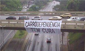 Faixa de protesto sobre a Avenida Sumaré