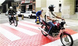 Faixa elevada em Vassouras: segurança ao pedestre