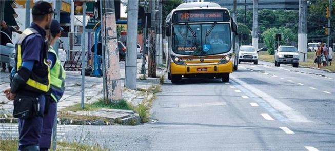 Faixas azuis priorizam o transporte público em Por