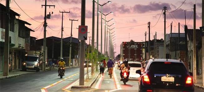 Faixas para ônibus e bicicletas são adotadas em Fo