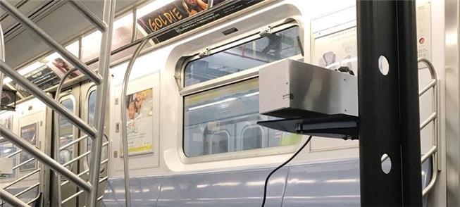 Fonte de luz ultravioleta instalada em trem do met