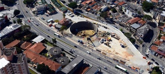 Foto aérea mostra obras paralisadas na Linha 6-Lar