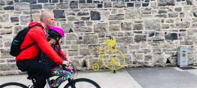 Fotos de bikes na Europa em mostra no metrô paulis