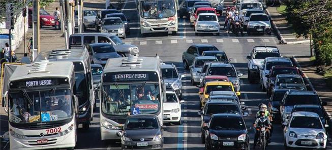 Frota de ônibus mais antiga e menor; e mais carros