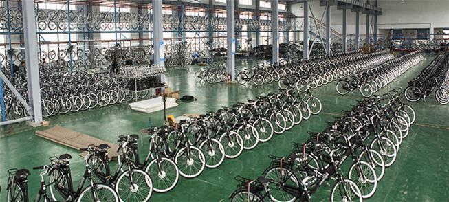 Galpão com bicicletas produzidas em Manaus