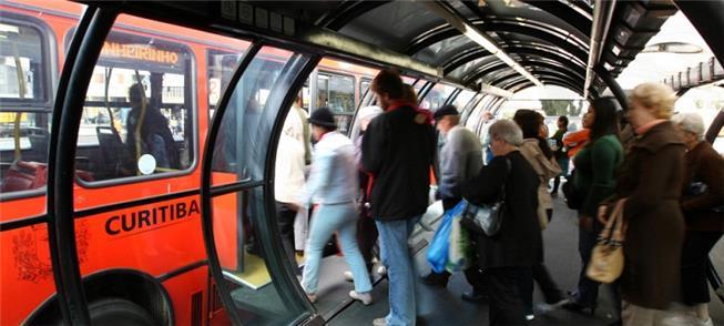 Gasolina mais alta pode subsidiar transporte públi