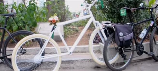 Ghost-bike para ciclista Gustavo Franco, morto em