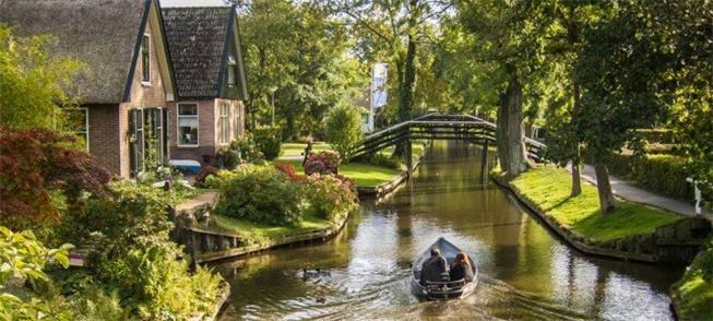 Giethoorn, na Holanda: cidade para se percorrer de