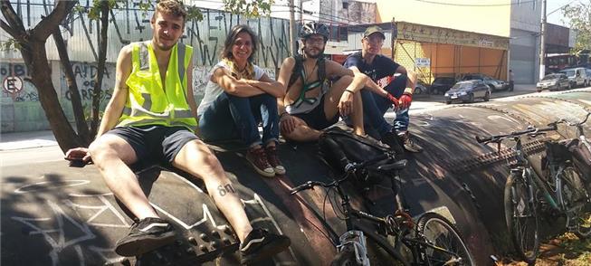 Grupo de ciclistas, durante auditagem das ciclovia