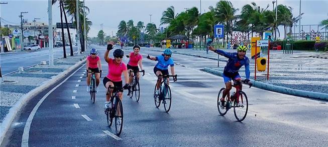 Grupo de ciclistas em Aracaju: entusiasmo pelas pe